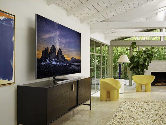 Tenha acesso a uma incrível resolução com uma TV 75 polegadas