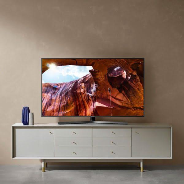 """Smart TV Samsung 4K UHD 55RU7400 com tela LED de 55"""" HDR, Controle Remoto Único, assistente Bixby"""
