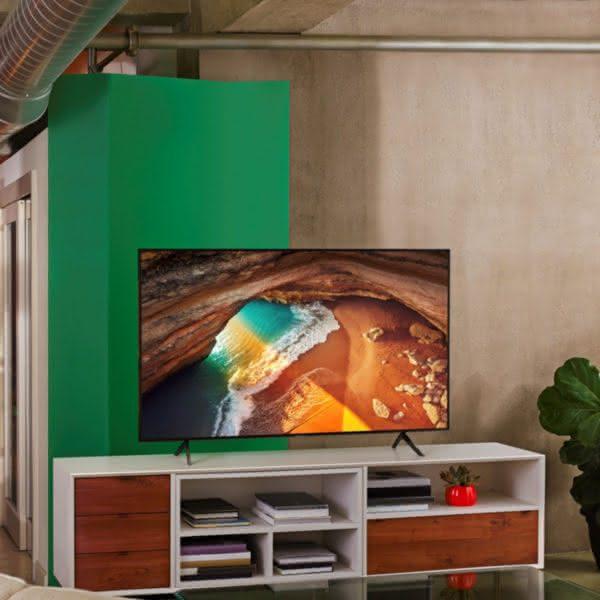 """Smart TV Samsung 4K UHD 65Q60R com tela QLED de 65"""" HDR, Controle Remoto Único, Bixby, Modo Ambiente"""